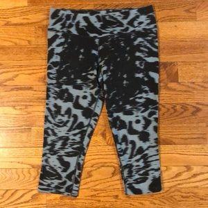 Worn-Nike Dri-Fit below the knee leggings